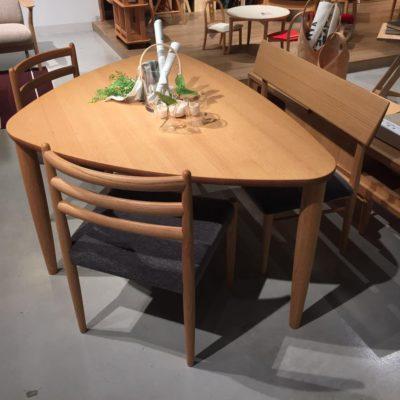 ダイニングテーブル(3本脚) シガーロ
